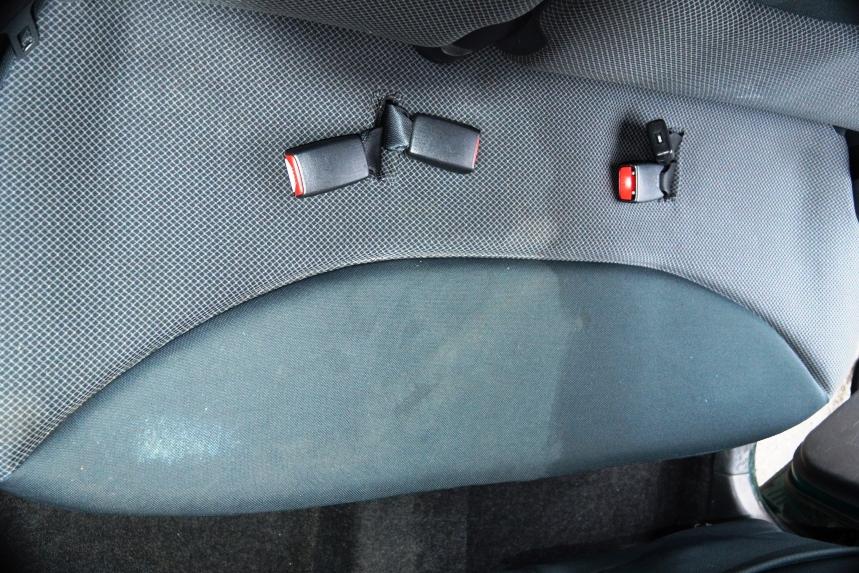 yaris sedile posteriore prima e dopo.JPG