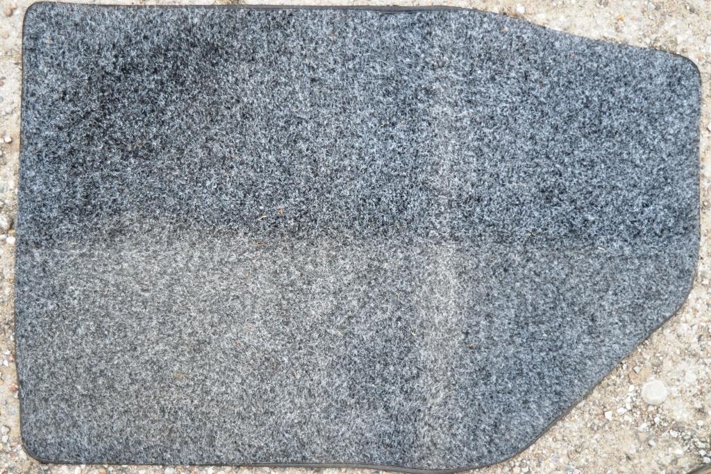 yaris tappetino prima e dopo.JPG